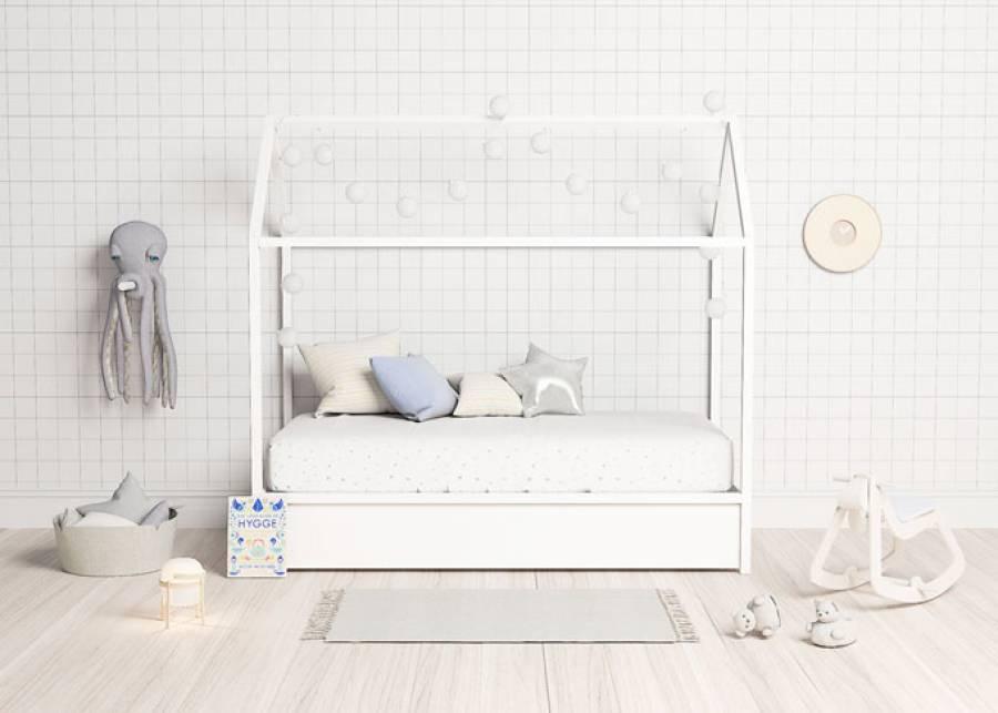¡Qué divertido! Decora tu habitación infantil con esta camita casa infantil, su estructura en madera natural, gracias a su cama nido inferi
