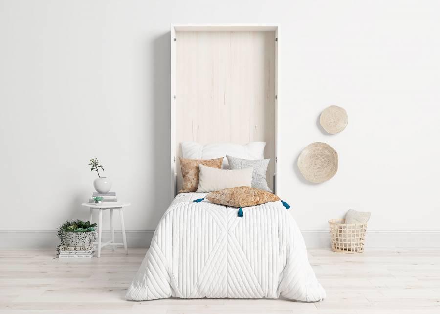 <p><strong>&iexcl;Sientate en la cama c&oacute;modamente y sin esfuerzo!</strong></p> <p>Esta <strong>cama abatible</strong> dispone de un <strong>hueco inferior</strong> que se puede dejar abierto como vano decorativo, pero que nosotros te ofrecemos con una <strong>puerta abatible</strong>, pues sabemos que cualquier espacio que sirva para guardar cosas, siempre ser&aacute; bienvenido en todos los hogares. Respecto a esta <strong>cama</strong>, su <strong>altura mayor de lo habitual</strong>, la hace muy c&oacute;moda y <strong>recomendable para personas mayores y con problemas de movilidad</strong>.</p>