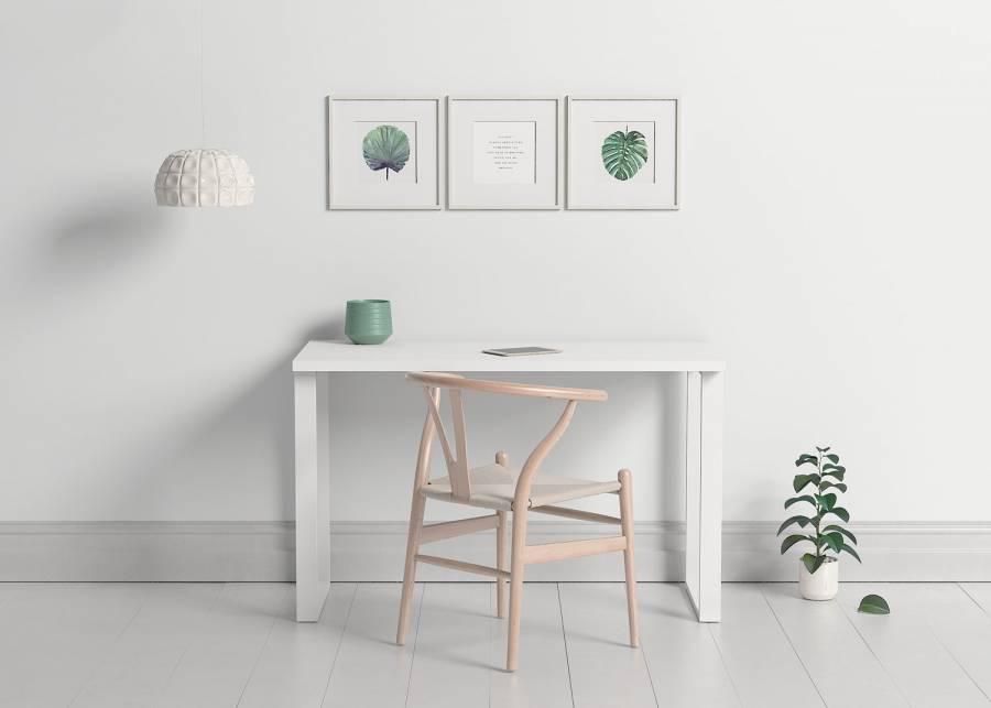 """<h2>&iexcl;Nunca viene mal!&nbsp;</h2> <p style=""""text-align: justify;"""">Una<strong> zona de estudio</strong> de m&aacute;s nunca viene mal. Con este escritorio obtendr&aacute;s de forma sencilla un lugar m&aacute;s donde pr&aacute;cticar el<strong> home office</strong>, perfecta para cualquier estancia por su <strong>estilo minimalista</strong>. &iexcl;Darle el toque ya es cosa tuya! &iquest;Qu&eacute; tal con motivos florales para darle vida?&nbsp;</p>"""