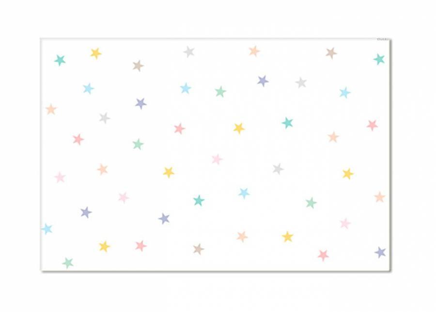 <h2>&iexcl;A&uacute;n m&aacute;s estrellas!</h2> <p>STARS PASTEL es una alfombra de <strong>gran tama&ntilde;o</strong> con tonos <strong>suaves</strong> y grandes prestaciones. Se trata de una <strong>alfombra</strong> vin&iacute;lica de <strong>gran calidad</strong>, que no necesita ning&uacute;n tipo de instalaci&oacute;n y puedes poner en casi cualquier superficie sin que deslice, incluso para <strong>parquet</strong> y <strong>suelo radiante</strong>.&nbsp;&nbsp;</p>