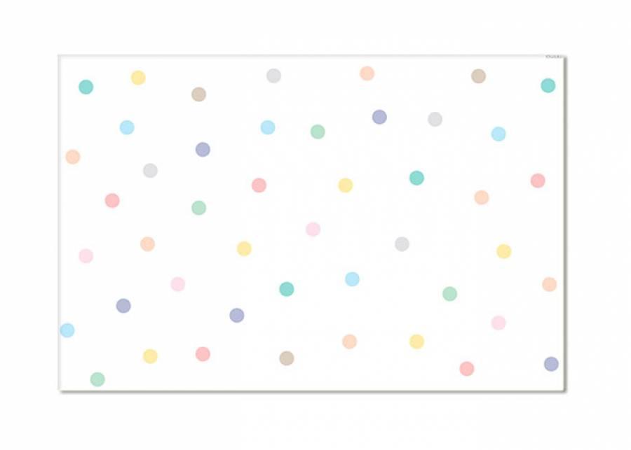 ¡Nos encanta el confeti! Los lunares son un clásico, pero con esta alfombra vinílica se actualiza el concepto, mejorando su resistencia, du