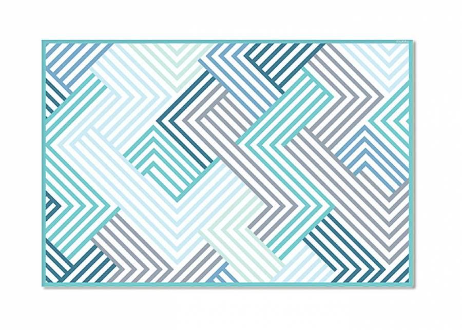 """<h2>&iexcl;Geometr&iacute;a de color!</h2> <p style=""""text-align: justify;"""">Esta <strong>alfombra vin&iacute;lica</strong> con dise&ntilde;os <strong>geom&eacute;tricos</strong> en una gama de <strong>azules y verdes</strong> turquesa, quedar&aacute; ideal en la <strong>habitaci&oacute;n</strong> de tus hijos, y les proporcionar&aacute; un <strong>espacio seguro y confortable</strong> donde jugar y relajarse.&nbsp;</p>"""