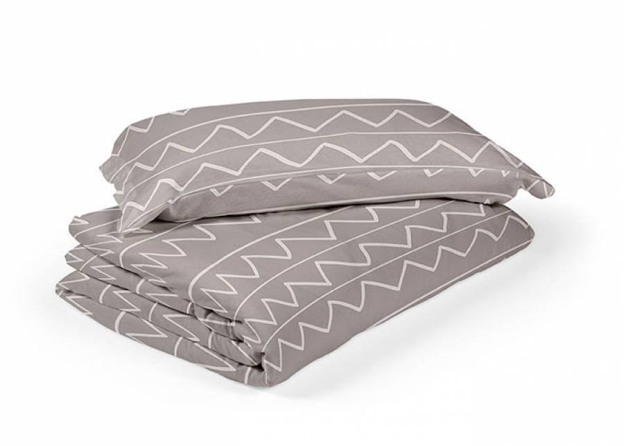 Funda nórdica en estampado zig zag para dormitorios infantiles y juveniles, fabricada en algodón 100%, posee una transpiración ideal.