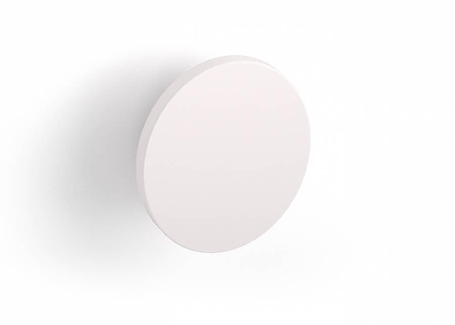 ¡Tenlo todo a mano! Con este sencillo y divertido colgador redondo en color blanco podrás convertir las paredes de tu dormitorio infantil en