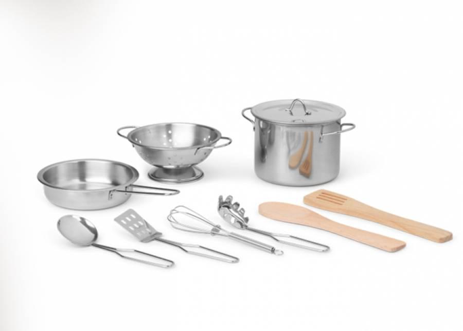 ¡Manos a la masa! Este juego de cocina incluye una olla de metal, una sartén, un colador y todo que tu peque necesitará para crear todas su