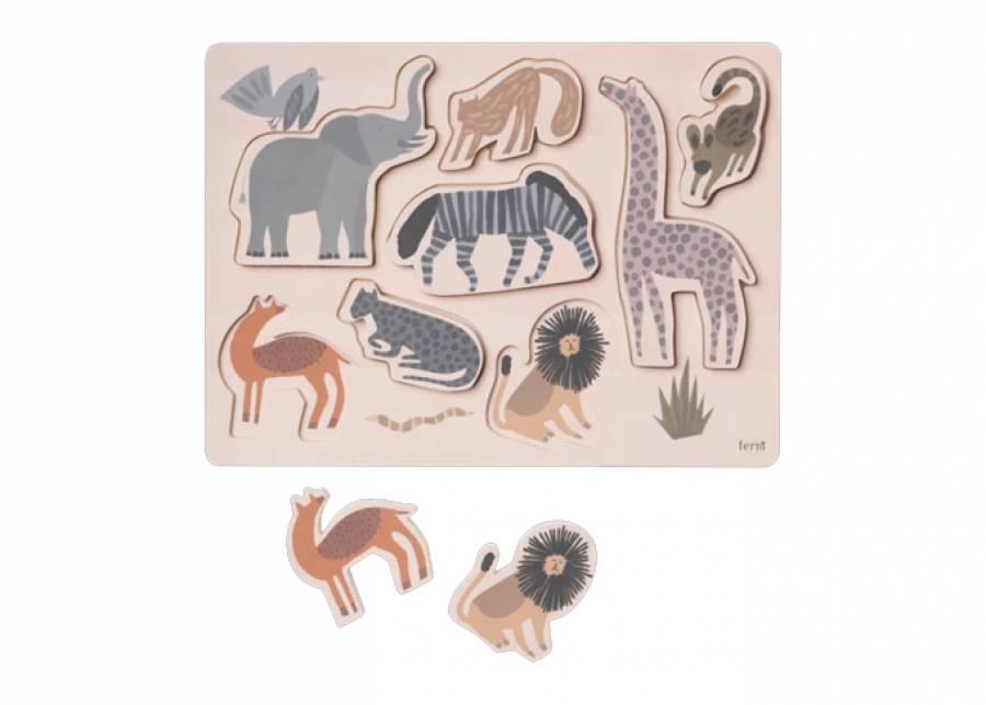 """<h2>&iexcl;Diversi&oacute;n animal!&nbsp;</h2> <p style=""""text-align: justify;"""">Si tu peque es un fan de los animales, este puzzle le encantar&aacute;, mientras juega se teletransportar&aacute; a una selva llena de color y <strong>entrenar&aacute; su coordinaci&oacute;n</strong>. Mientras que a ti te encantar&aacute; por sus<strong> tonos sutiles y la madera natural,</strong> que agregar&aacute;n un toque elegante a tu <strong>dormitorio infantil</strong> o sal&oacute;n.&nbsp;</p>"""