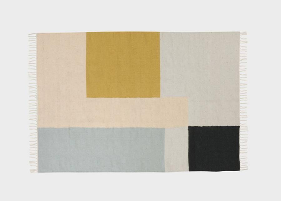 """<h2>&iexcl;Moderno y artesanal a la vez!</h2> <p style=""""text-align: justify;"""">Esta alfombra, con un colorido y moderno dise&ntilde;o, ha sido<strong> tejida a mano</strong> en un telar """"punja"""", un<strong> telar tradicional y manual</strong>, y una de las t&eacute;cnicas de tejido m&aacute;s antiguas. Adem&aacute;s, el hilo de lana est&aacute;<strong> te&ntilde;ido a mano.</strong> El complemento perfecto para darle un toque especial y &uacute;nico a tu sal&oacute;n o <strong>dormitorio juvenil.</strong></p>"""